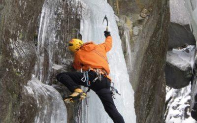 """""""Flussi ghiacciati"""" una nuova guida alle cascate nelle Valli Lanzo, Orco, Soana e Chiusella"""